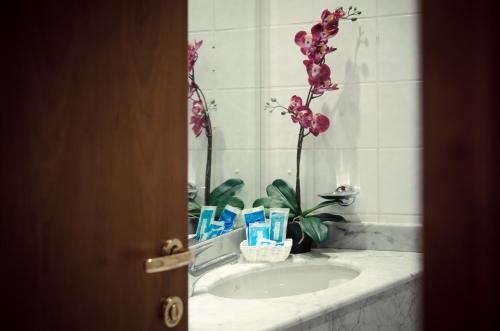 A bathroom at The Gate Hotel