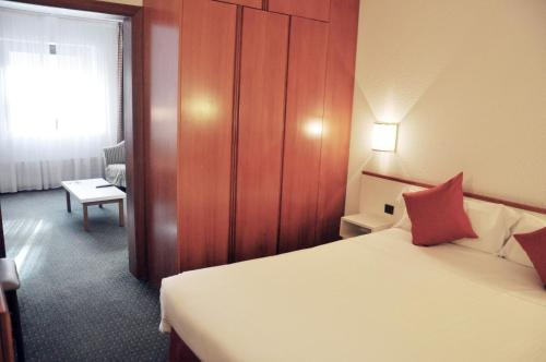 A bed or beds in a room at Mercure Andorra