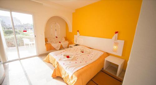 Een bed of bedden in een kamer bij Jerba Sun Club