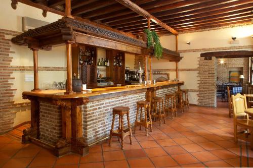El salón o zona de bar de Hotel Real Monasterio de San Zoilo