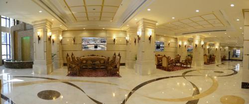 Um restaurante ou outro lugar para comer em Al Waleed Tower Hotel