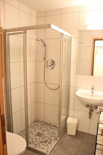 Ein Badezimmer in der Unterkunft Haus Arosa
