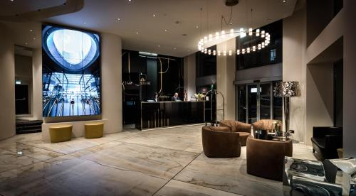 The lobby or reception area at The Square Milano Duomo