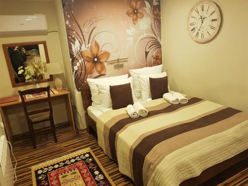 A bed or beds in a room at Pansion River