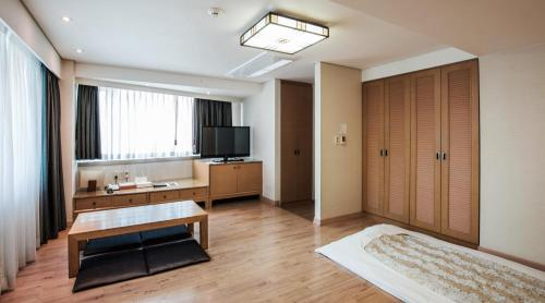 A kitchen or kitchenette at Hotel Prince Seoul