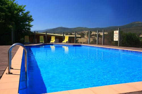 The swimming pool at or near Off Mountain Accommodation