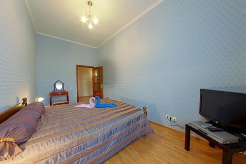 Кровать или кровати в номере RentPiter Nevsky-96 2-room apart