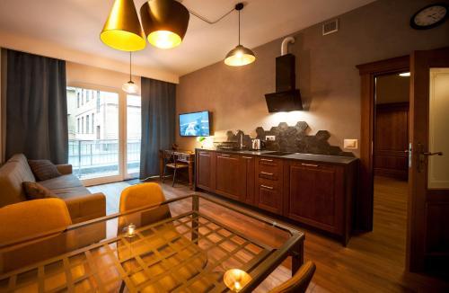 Kuchnia lub aneks kuchenny w obiekcie Very Berry - Orzeszkowej 10 - MTP Apartment, parking, balcony, check in 24h