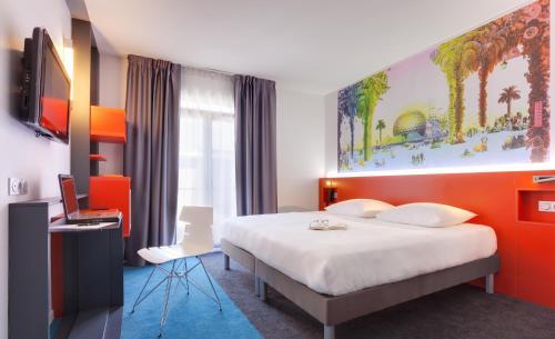 מיטה או מיטות בחדר ב-ibis Styles Nantes Centre Gare