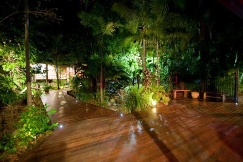 A garden outside Dougies Backpackers Resort