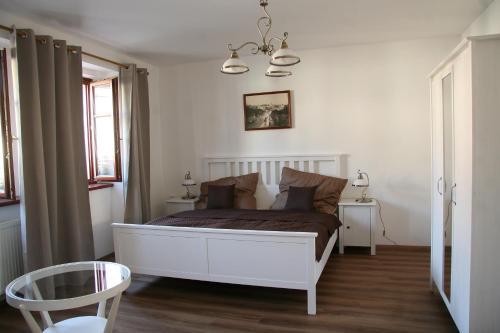 Postel nebo postele na pokoji v ubytování Penzion U Kapra