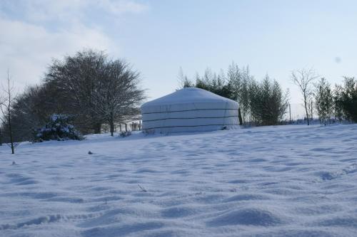 Le Refuge du Clos du Moulin during the winter