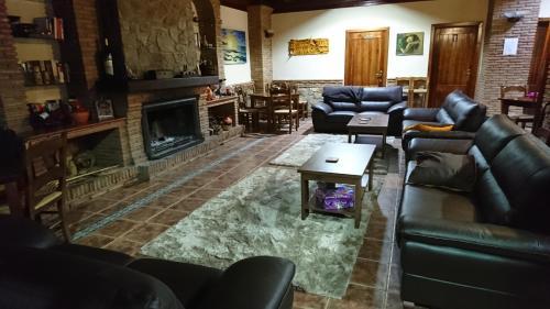 The lounge or bar area at Hospedería Los Cahorros