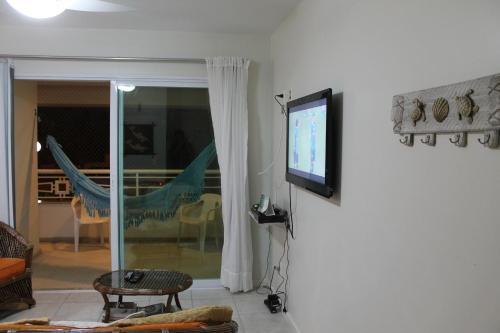 Uma TV ou centro de entretenimento em Via Vecchia Jurerê Internacional