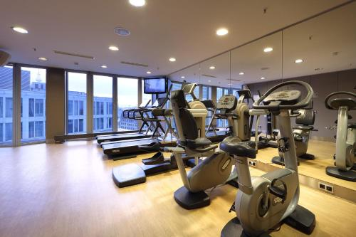 The fitness center and/or fitness facilities at Eurostars Berlin