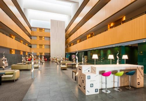 A restaurant or other place to eat at Hotel Barcelona Aeropuerto, affiliated by Meliá