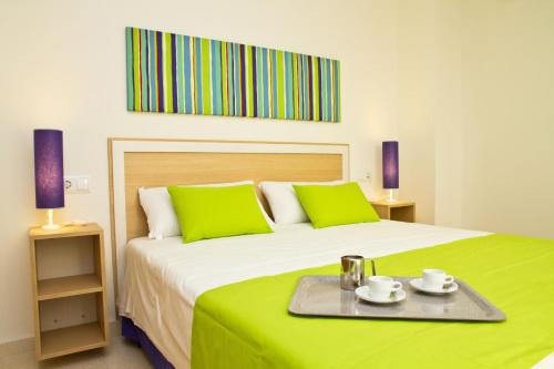 A bed or beds in a room at Pierre & Vacances Sevilla