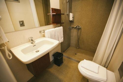 A bathroom at Du Lac