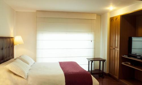 A bed or beds in a room at Apartaestudios Los Andes