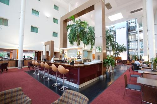 A restaurant or other place to eat at Arora Hotel Gatwick/Crawley