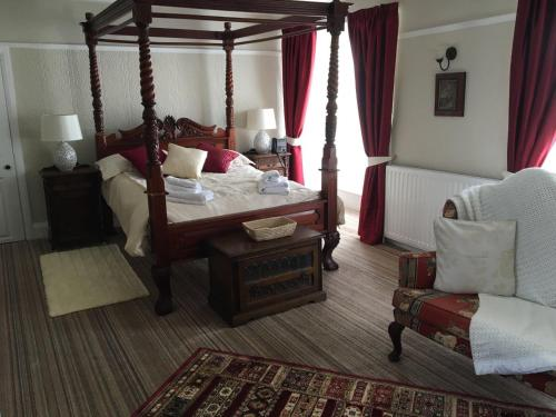 A bed or beds in a room at The Old Well Inn