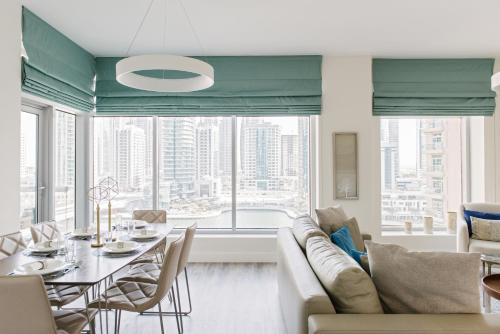 A seating area at Boutique Living - Park Island Dubai Marina