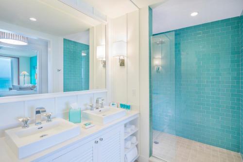 A bathroom at Margaritaville Hollywood Beach Resort