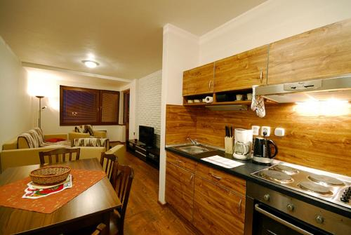 Kuchyňa alebo kuchynka v ubytovaní Apartments Ski & Sun