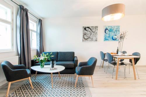 A seating area at VENIA Apartments