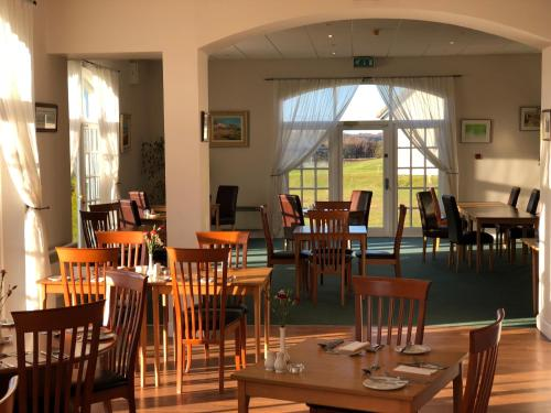 A restaurant or other place to eat at Drumoig Golf Hotel