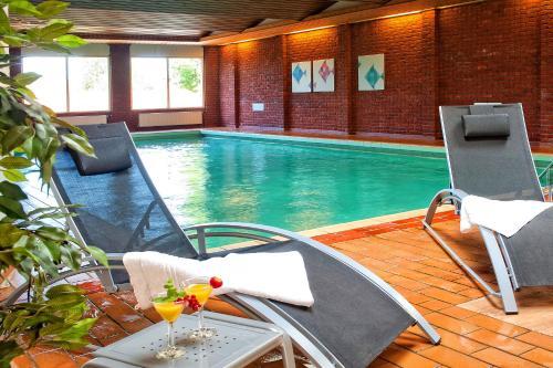 Het zwembad bij of vlak bij Hotel Hof van Gelre