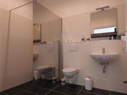 A bathroom at Hotel Wintergarten