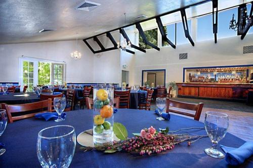 A restaurant or other place to eat at Best Western Plus Sutter House