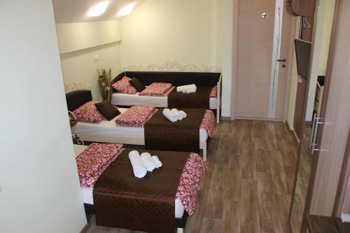 Двухъярусная кровать или двухъярусные кровати в номере Мини Отель на Ленинградской