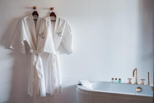 A bathroom at Malisa Villa's Kata