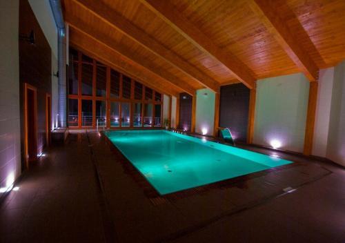 Bazén v ubytování Hotel Horal nebo v jeho okolí