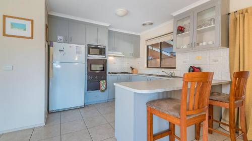 A kitchen or kitchenette at 14 Lansell Road, Cowes