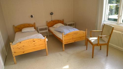Säng eller sängar i ett rum på Långasjönäs Camping & Stugby