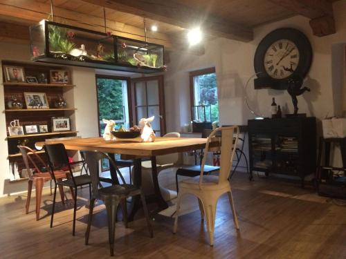 A restaurant or other place to eat at B&B Cormondreche