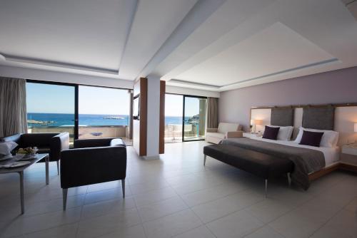 A seating area at Alimounda Mare Hotel