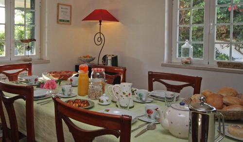A restaurant or other place to eat at Quinta Beira-Mar