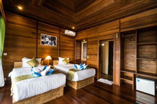 A bed or beds in a room at Jenggala Hill