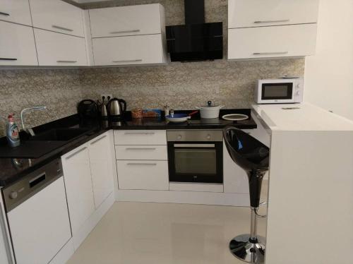 Кухня или мини-кухня в Best Home 20 Cleopatra Select