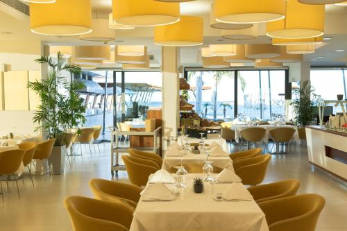 A restaurant or other place to eat at Alimounda Mare Hotel