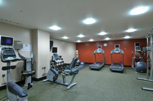 The fitness center and/or fitness facilities at DoubleTree by Hilton London – West End