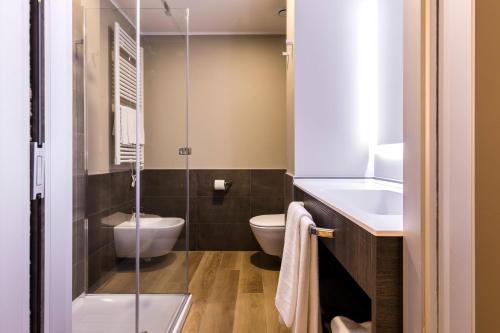 Um banheiro em 43 Station Hotel