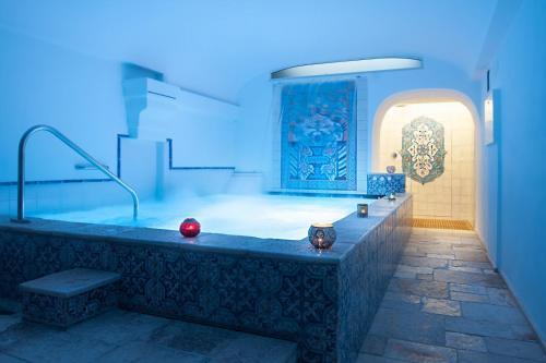 Un baño de San Francesco Resort