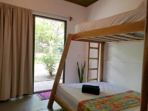Litera o literas de una habitación en Zeneidas Surf Garden