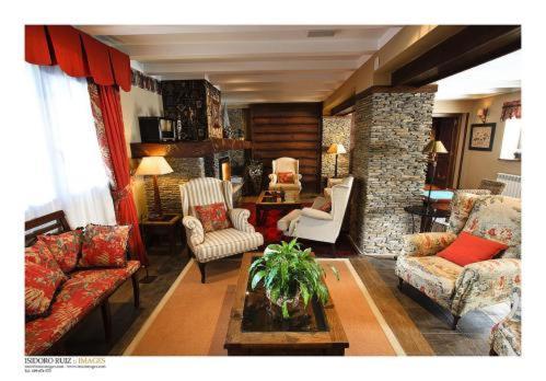 A seating area at Hotel Casa Estampa