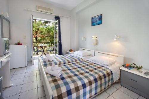 Ένα ή περισσότερα κρεβάτια σε δωμάτιο στο Hotel Athina